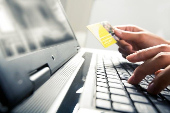 Sempre pi italiani acquistano online dall 39 arredamento for Siti arredamento online
